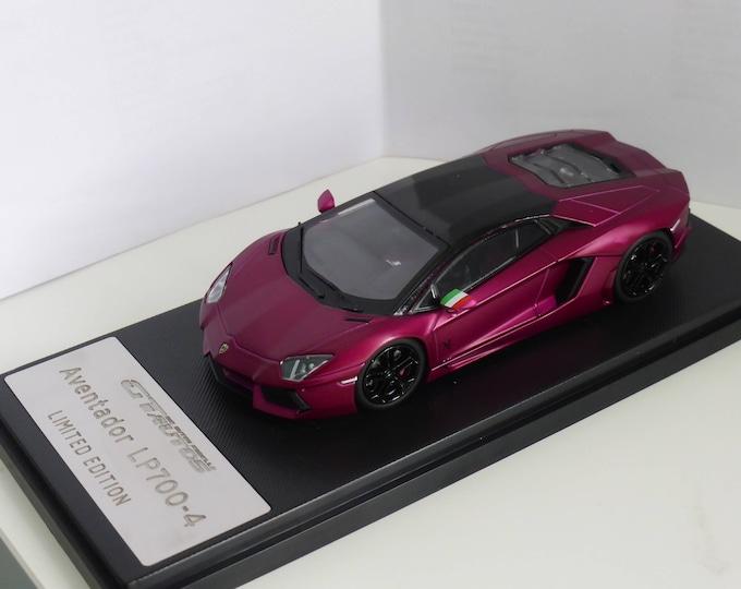 Lamborghini Aventador LP700-4 matt lilac edition - Die cast model 1:43 - Brand new in box GT-Autos 41004GW-LI