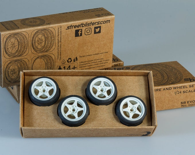 pack of 5-spokes sports 16-inches rims with tires and decals for touring and small GT cars 1:24 Streetblisters 10001