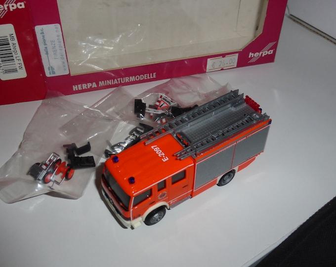 Mercedes Atego LF Ziegler Feuerwehr Essen 112 FW E-2097 1:87 H0 Herpa 046671