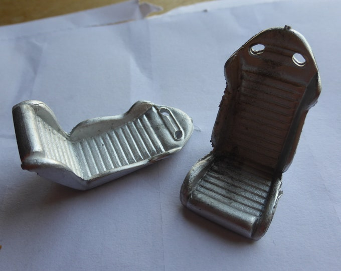 Pack of 2 white metal racing / sports seats for cars of the 80s Racing43 Big-A-077 1:24