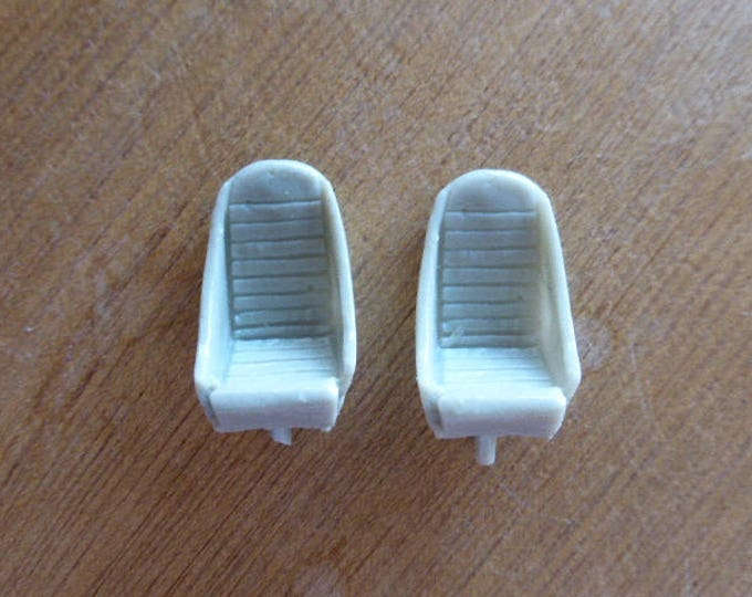 Pack of 2 resin seats for sportscars of the 50/60s Maserati, Ferrari, GT cars and so on 1:43 scale 43SE1