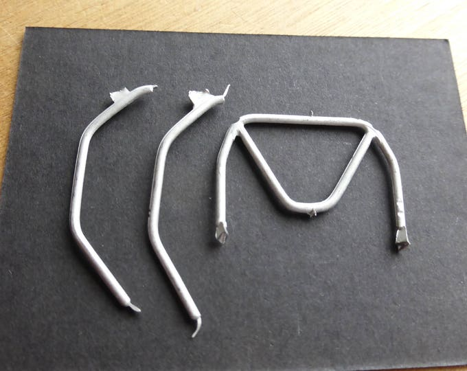 white metal 'M'-shaped rollbar for racing cars 1:43 scale Remember SP39