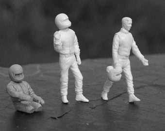 set of three drivers in different positions 1:43 scale (to assemble and paint) Le Mans Miniatures FLM143006