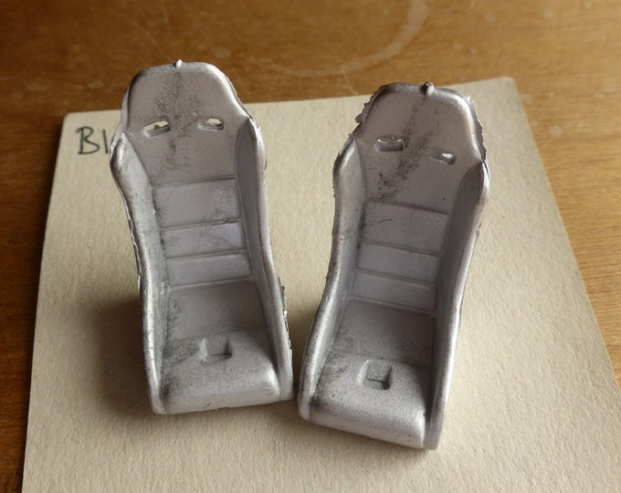 Pack of 2 white metal seats for racing/rally cars Racing43 Big.A.102 1:24