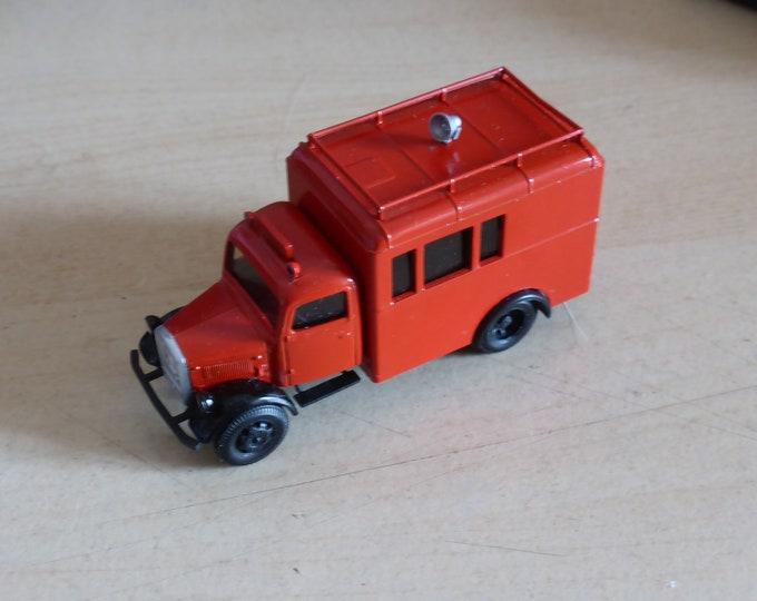 Mercedes 3t truck Fire dept. Artmaster 2003 special handbuilt model 1:87 H0