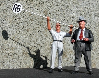 Alfred Neubauer and mechanic Alfred with lollipop 50s 1:24 scale (to assemble and paint) Le Mans Miniatures COFTM502401