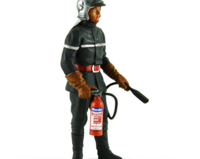 Contemporary fireman also for racing dioramas 1:18 high quality figure Le Mans Miniatures FLM118030