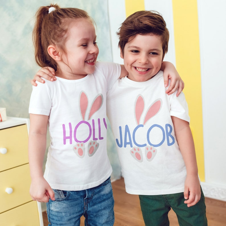 Personalised The Hunt Is On Easter Egg Boys Children/'s Kids T Shirts T-Shirt