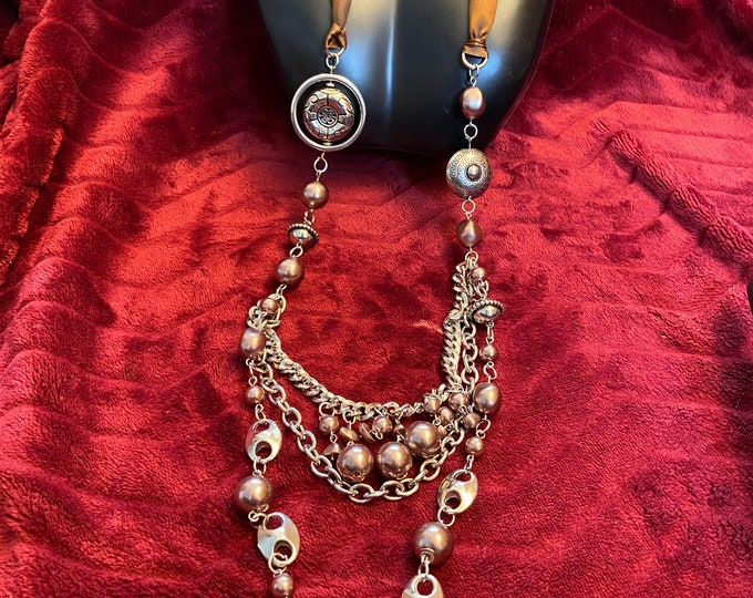 Statement neck with earring