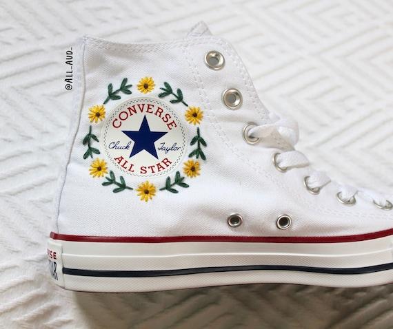 Floral logo geborduurd Converse