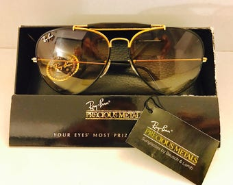e2c622ec8bf New Old Stock Vintage Aviator Outdoorsman Ray Ban Precious Metal Beige  Photochromic 62mm Bausch   Lomb BL usa w case NOS VTG