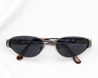 2ae839fe743e Vintage oval driving glasses   90s sunnies   Unisex retro sunglasses    Triangle oval shape   Gold silver glasses wrap