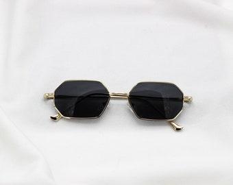 8f1cdd6ea2a72 Vintage-Mode Flo Black Frame Curved Cat Eye Sunglass 90s Retro with Glass  Lens