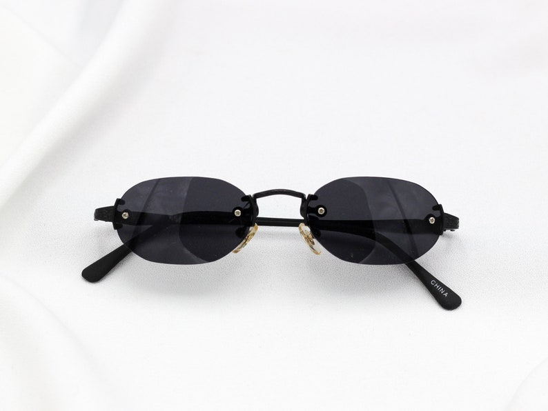 e5b0d54d7c56b Tiny Oval Matrix Sunglasses rimless vintage 90s Fashion
