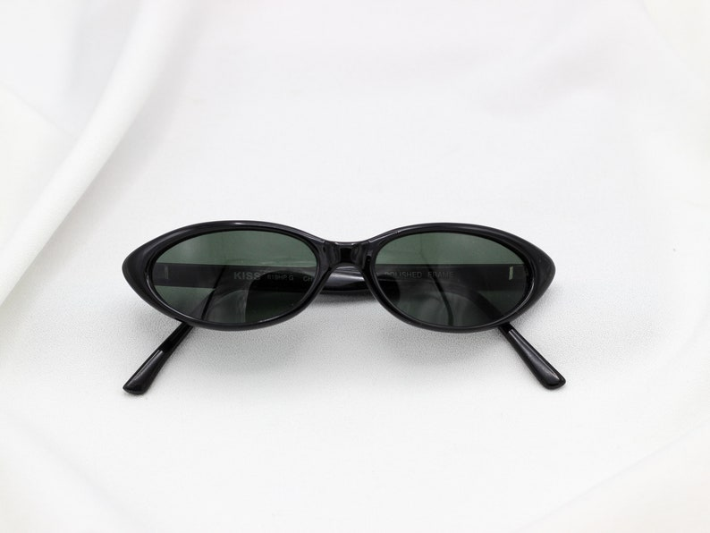 131ac428fc0e Vintage 90 s oval Letty Sunglasses pointy
