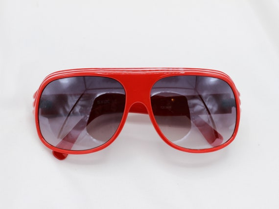 Vintage oversized aviator sunglasses | red sunglas