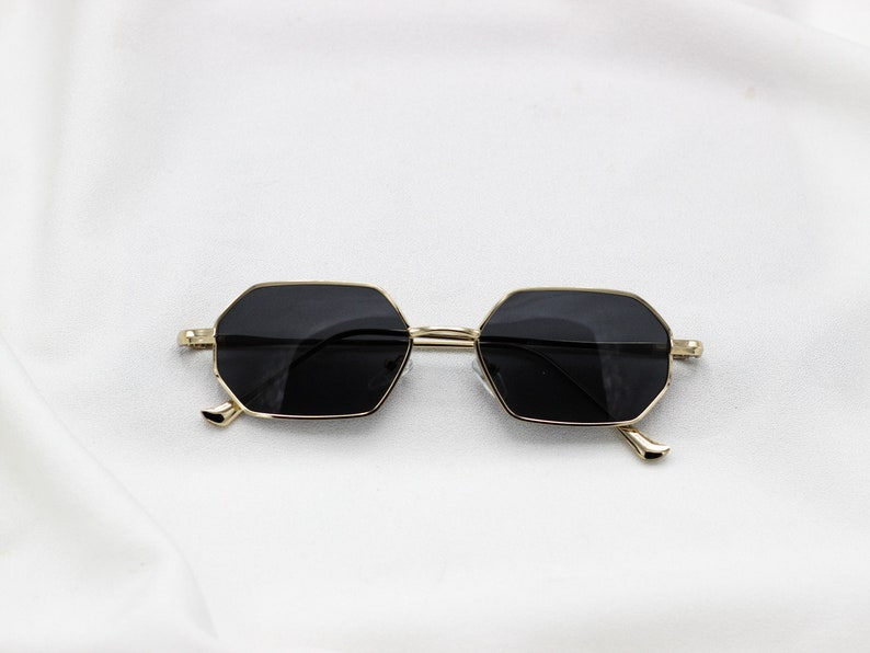 b2320ad4cf1 Red Tinted Sunglasses Gold Frame Geometric Octagon Sunnies