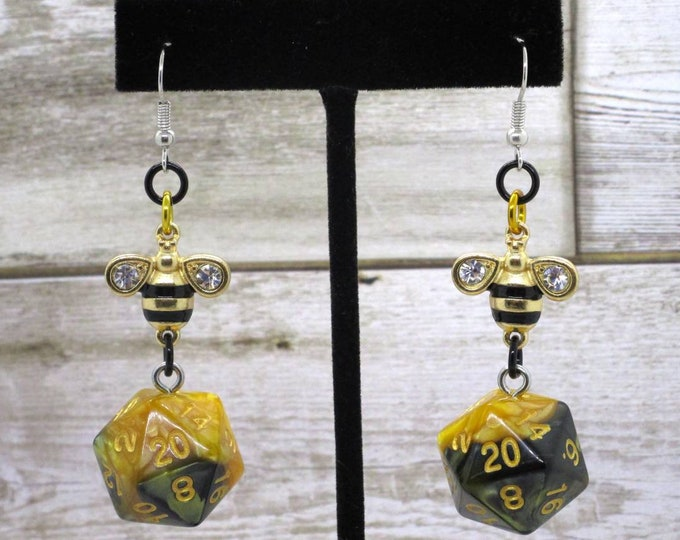 MADE TO ORDER Bee20 Nat 20 Earrings - D20 Earrings - D&D Earrings - DnD Earrings - DnD Dice - Dice Earrings - Bumblebee Charm