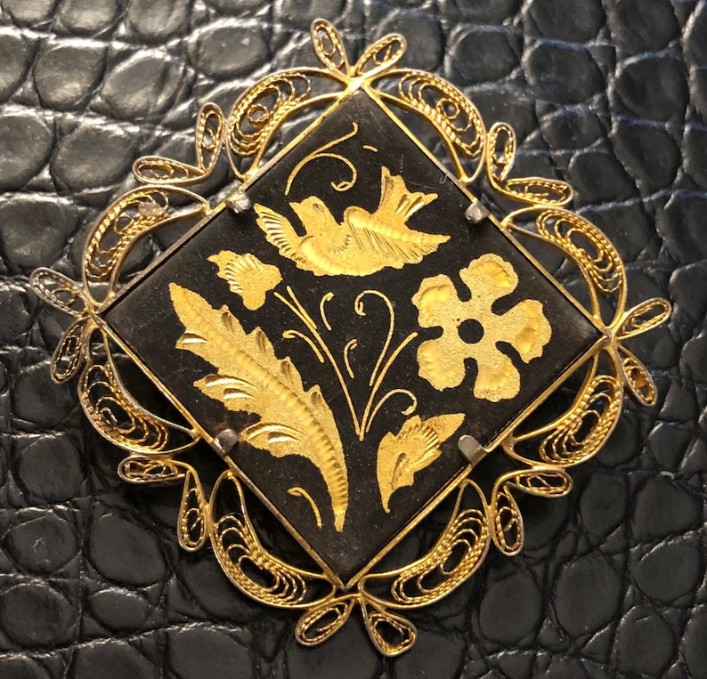 Toledoware brooch Gold brooch Spanish brooch flower brooch Vintage brooch Black brooch souvenir brooch Damascene brooch 1960s brooch