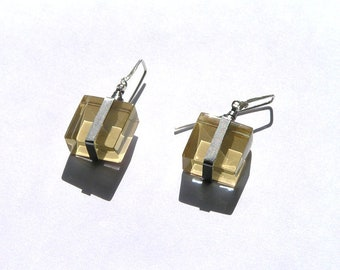 Minimalistic glass cube earrings