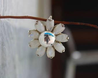 Rainbow Moonstone pendant, 925 Silver Pendant, Sterling silver pendant, Moonstone pendant, floral pendant, white stone pendant