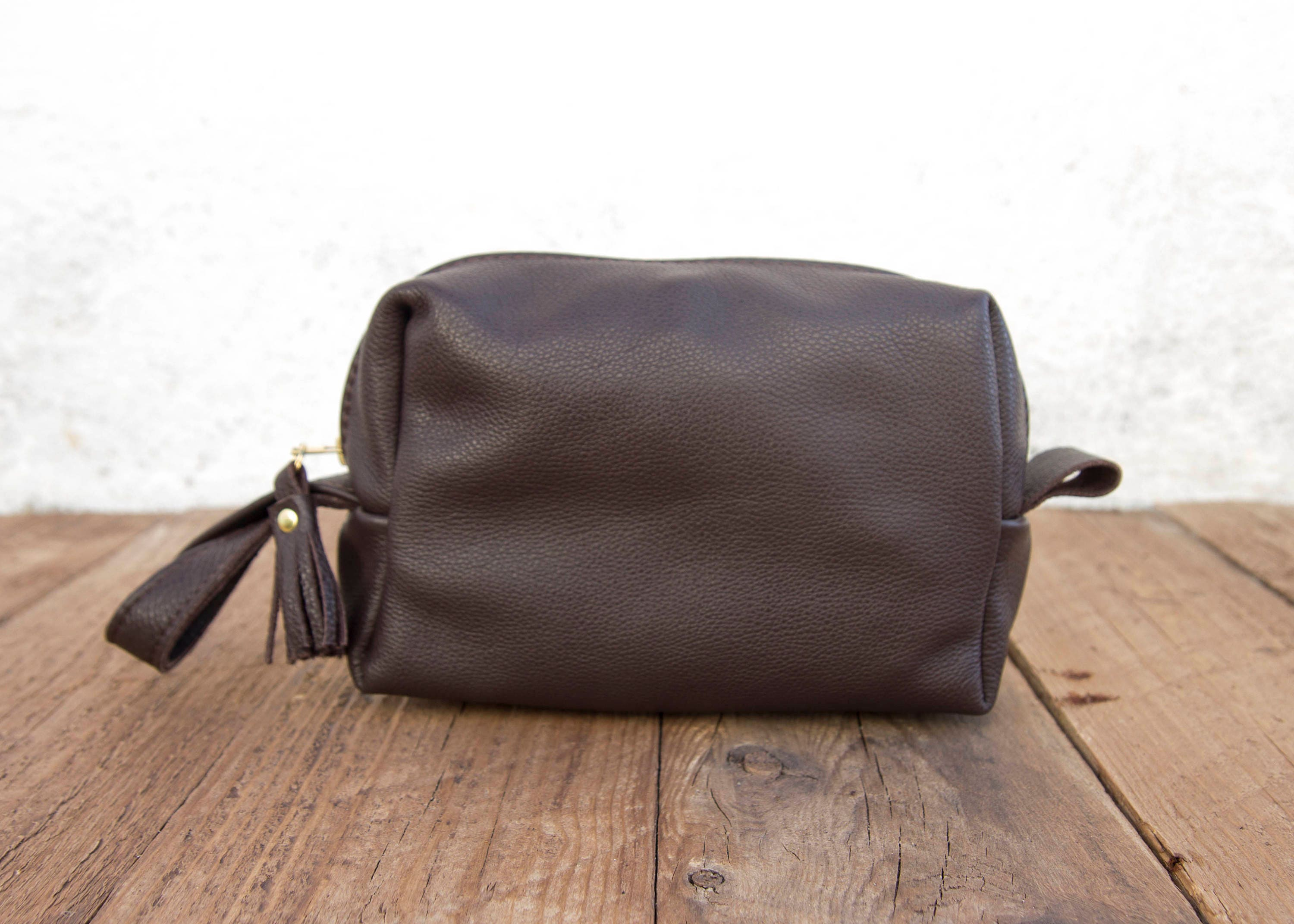0e2d36104f35 Full Grain Brown Leather Toiletry Bag   Wash Bag   cosmetic