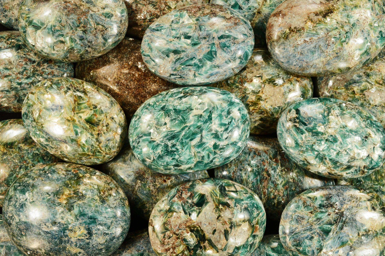 "Palm Stone Quartz Crystal 2 1//2/"" Massage Polished Healing Crystal Heart Chakra"