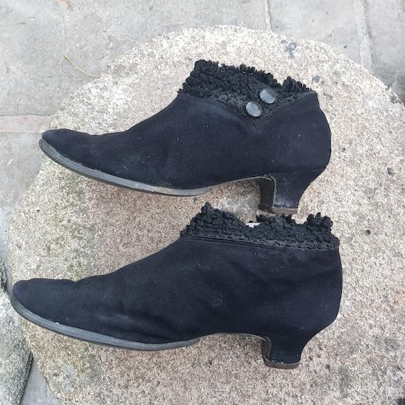 30s 40s sheepskin black shoe-boots,  kitten heel