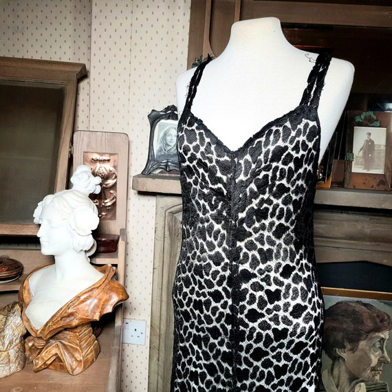 Late 20s early 30s black lace backless evening dre
