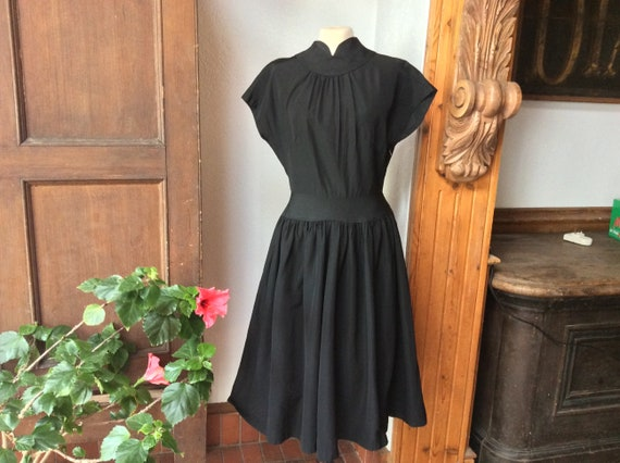 Stunning 40s 50s black dress, witchy & glamorous