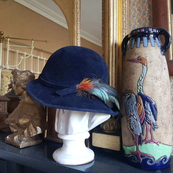 Fabulous original 30s cloche hat with exotic feath