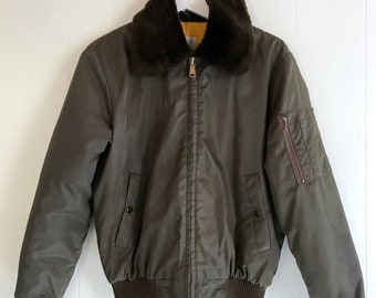 594fd3bde Vintage Japanese Sears Work Life Military Green Bomber Jacket With Fur  Collar - In Excellent Condition