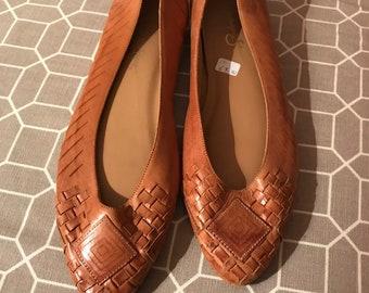 a0699e328048 Vintage tan leather lattice style flat pump shoes size 6