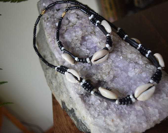 "Shell necklace/choker and matching bracelet with beads, 18""/46cm"