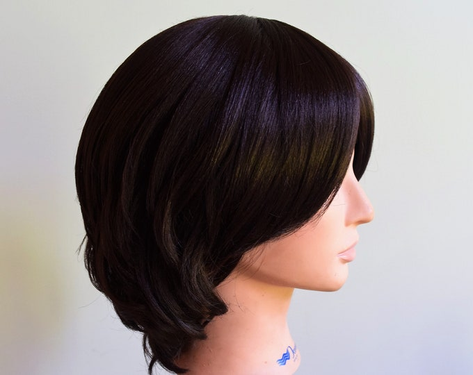 Short Beauty Synthetic Cap Classic Short Curly Wigs Bangs Natural Wavy.