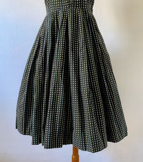 1950s Vintage Black and Floral Fit-and-Flare Dres… - image 5