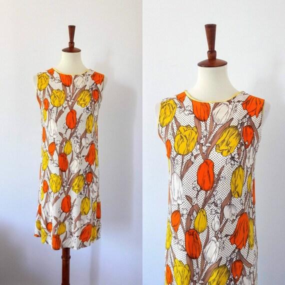 1960s Vintage Tulip Print Shift-Dress - image 1