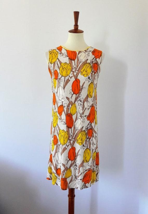 1960s Vintage Tulip Print Shift-Dress - image 2