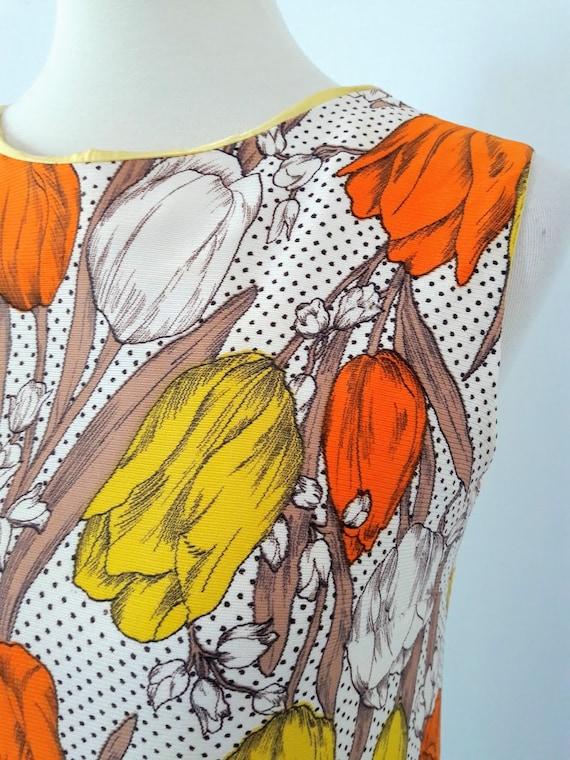 1960s Vintage Tulip Print Shift-Dress - image 6
