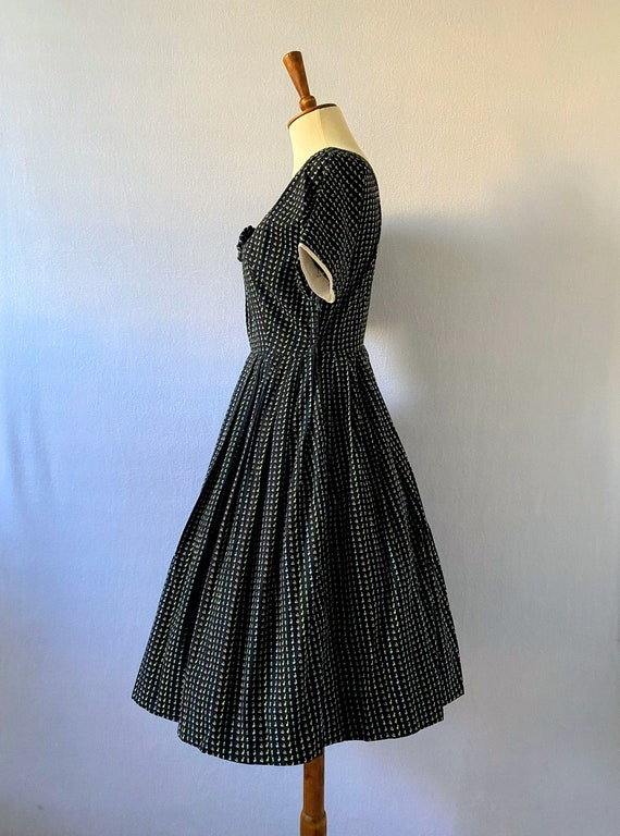 1950s Vintage Black and Floral Fit-and-Flare Dres… - image 7