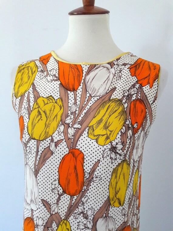 1960s Vintage Tulip Print Shift-Dress - image 4