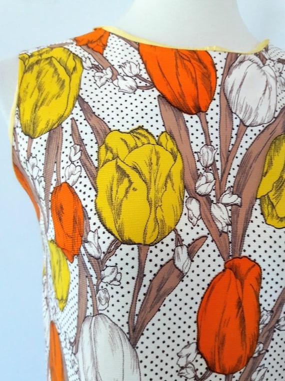 1960s Vintage Tulip Print Shift-Dress - image 5
