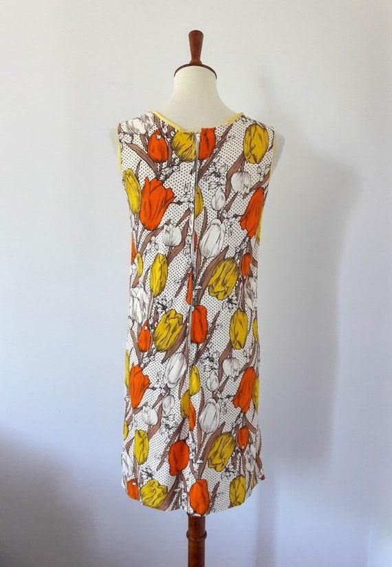 1960s Vintage Tulip Print Shift-Dress - image 9