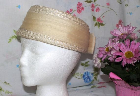 Vintage Beige Ladies Pillbox Hat Woven Straw Type