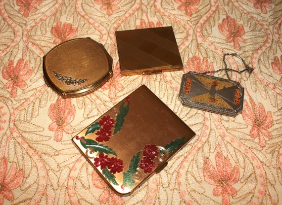 LOT OF 4 Vintage Compacts Assorted Styles Elgin Am