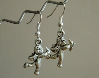 Cupid metal earring