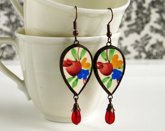 Vintage recycled ceramic earring from broken flower china plate