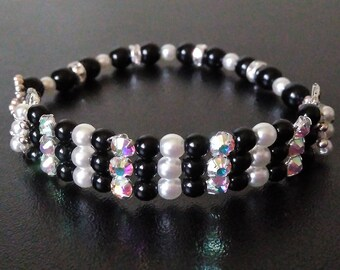 Glass Pearl and rhinestone beaded bracelet