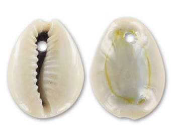 4 pendants 23 mm cowrie shell