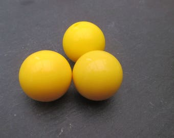 Yellow resin beads: 2 beads 20 mm or 5 beads 18 mm
